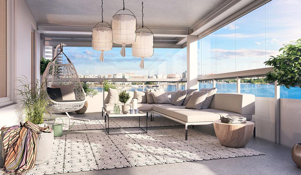Stor mysig inglasad balkong med fin inredning